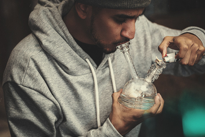 How To Clean Dirty Bongs And Pipes